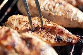 Petto di pollo alla griglia su barbeque — Foto Stock