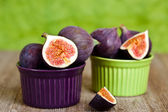 Fresh figs in two bowls — Stock Photo