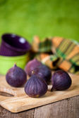 Fresh figs on rustic wooden table — Stock Photo