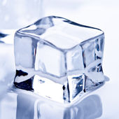 Melting ice cube — 图库照片