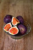 Bowl with fresh figs — Stock Photo