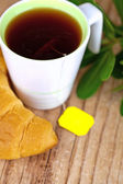 Cup of tea and fresh croissant — Stock Photo