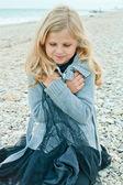 Pretty girl at the autumn beach — Stock Photo