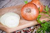 Fresh onions, parsley and peppercorns — Stock Photo