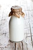 Butelka mleka świeżego — Zdjęcie stockowe
