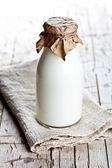 Bottiglia di latte fresco — Foto Stock