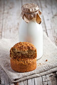 Bottle of fresh milk and fresh baked bread  — Стоковое фото