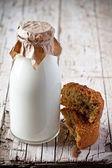 Bottle of milk and fresh baked bread — Stock Photo