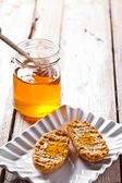 Crackers in plate and honey  — Stock Photo