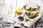 чашка зеленого чая и лимона — Стоковое фото