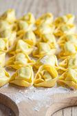 Pişmemiş tortellini — Stok fotoğraf