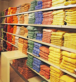The big show-window with multi-colored towels in the shop — Stock Photo