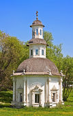 Chapel of the Pjatnitsky Well in Sergiev Posad, one of cities of Golden Ring of Russia — Stock Photo