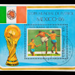 CUBA - CIRCA 1986: A stamp printed in the CUBA, image is devoted World championship on football, Mexico-86, circa 1986 — Stockfoto