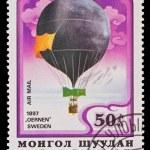 MONGOLIA - CIRCA 1982: A stamp printed in the Mongolia, shows Balloon Oernen Sweden 1897, circa 1982 — Stock Photo #27953435