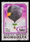 MONGOLIA - CIRCA 1982: A stamp printed in the Mongolia, shows Balloon Oernen Sweden 1897, circa 1982 — Stockfoto