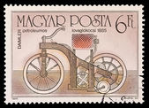 HUNGARY - CIRCA 1985: A stamp printed in Hungary shows Daimler petroleumos lovaglokocsi 1885, circa 1985. — Stockfoto