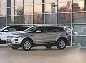 MOSCOW, RUSSIA - OCTOBER 26: Motor shows of Moscow on October 26, 2011, debut showing Land Rover - Range Rover Evoque — Stock Photo
