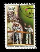 Cuba - intorno al 1975: un timbro stampato nella cuba, dimostra la ciencia e. investigacion del cosmo intorno al 1975 — Foto Stock