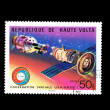 A stamp printed in REPUBLIQUE DE HAUTE VOLTA shows cooperation spatiale USA-URSS Apollo - SOUZ — 图库照片