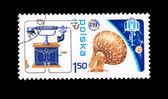 Stämpel tryckt i polen visar uit emblem, satellit och telekommunikationssystem — Stockfoto
