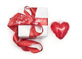 Gift and heart — Stock Photo
