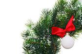 De kroon van kerstmis met decoratie bal, geïsoleerd op wit — Stockfoto