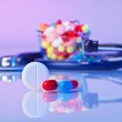 Pills and tablets macro still life on violet, medical therapeuti — Stock Photo