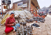 BHAKTAPUR, NEPAL - APRIL 5: Bhaktapur pottery market on April 5, — Stock Photo