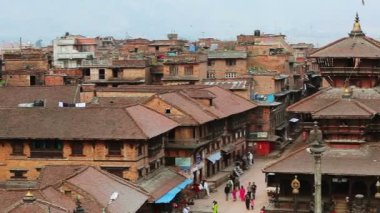 BHAKTAPUR, NEPAL - APRIL 5: Bhaktapur town center view from above — Stock Video