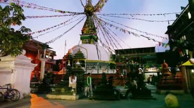 KATMANDU - APRIL 9: Ancient square, shrines and stupa architecture — Stock Video