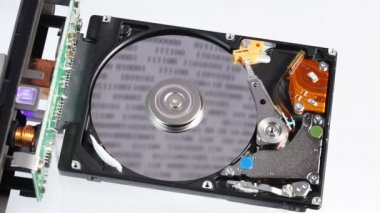 Hard disk drive (hdd) working open with moving head, closeup — Stock Video