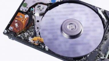 Festplatte (hdd) verlust datenkonzept mit asche zu sprengen, makro — Stockvideo