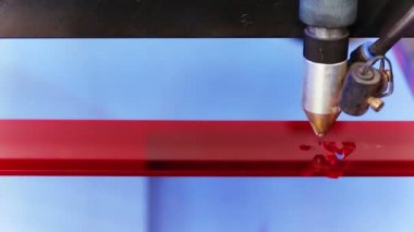 Laser cnc machine cutting technology word on red acryl plate — Stock Video