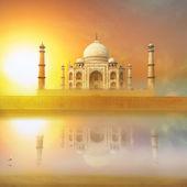 Taj Mahal India Sunset. Agra, Uttar Pradesh. Beautiful Palace wi — Stock Photo