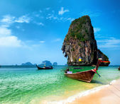 Thailand beach and tropical island — Stock Photo
