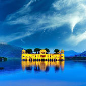 Indian water palace on Jal Mahal lake at night time in Jaipur, I — Stock Photo