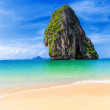 Thailand tropical island and sandy beach at sunny day. Asia natu — Stock Photo