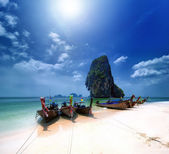 Thailand beach on tropical island. Beautiful travel background o — Stock Photo