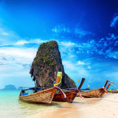 Thailand exotic sand beach and boats — Стоковое фото