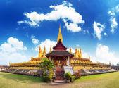 黄金の仏塔 wat phra vient 内・ ルアン — ストック写真