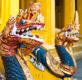 Dragon heads in Buddhist temple in Vientiane — Stock Photo
