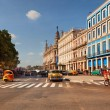 HAVANA, CUBA-MAY 14: Old American cars at Prado Boulevard intersection — Stock Photo