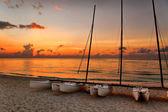 Katamaraner på varadero's beach — Stockfoto