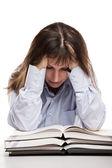 Красота, улыбается женщина чтение книг на стол — Стоковое фото