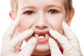 Dentist examining child teeth — Foto Stock