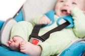 Petit enfant bébé dans le siège auto sécurité — Photo