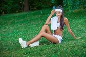 Молодая красивая брюнетка спортсменка Открытый — Стоковое фото