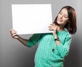 Young brunette woman holding blank sign — Foto Stock
