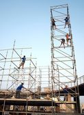 Workers Erect a Stage — Stock Photo